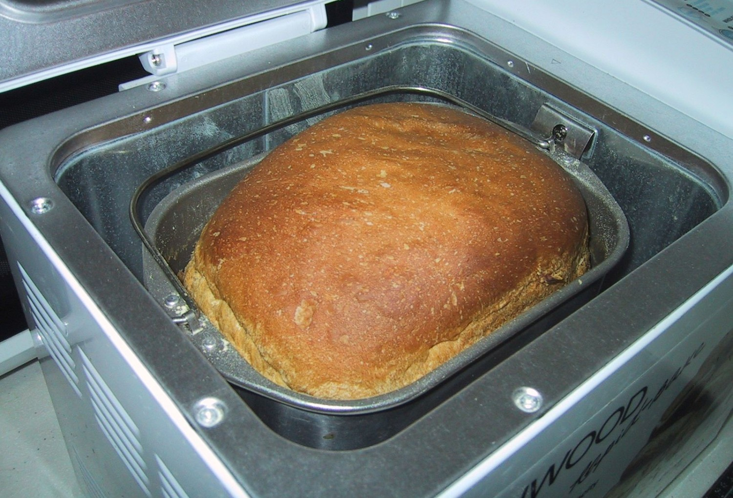 cropped-Breadmachine_open.jpg